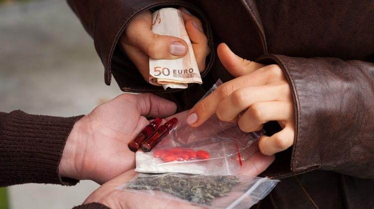 Hamis receptekkel árusítottak gyógyszert és pszichoaktív anyagokat Nógrád megyében, egy orvost is elfogott a rendőrség